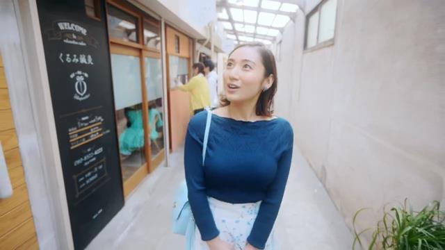 北九州PR動画で見せた紗綾の着衣巨乳3