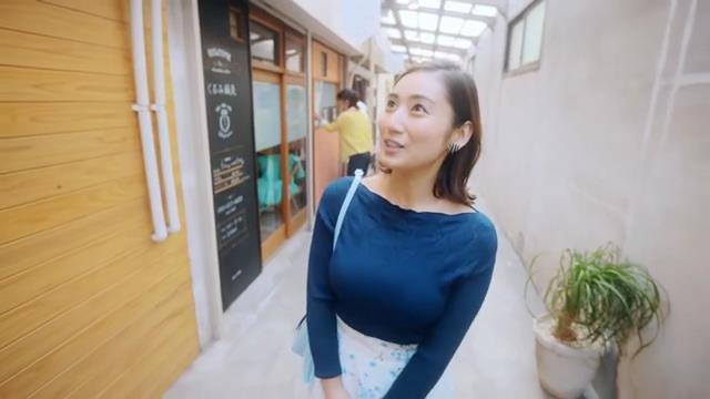 北九州PR動画で見せた紗綾の着衣巨乳4