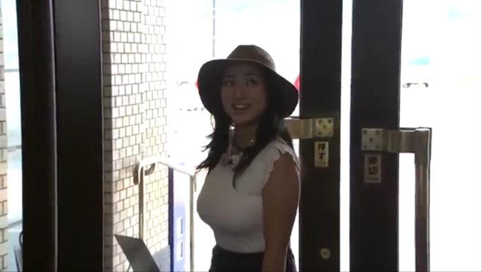 爆乳すぎて炎上した紗綾の北九州PR動画1